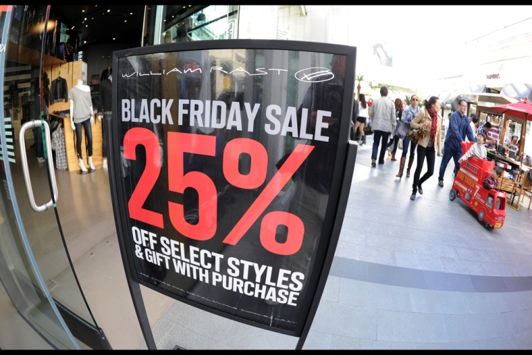 <p>A man faces charges of reckless child endangerment after he left his girlfriend's son in a car to go shopping for a television in the early hours of Black Friday.</p>