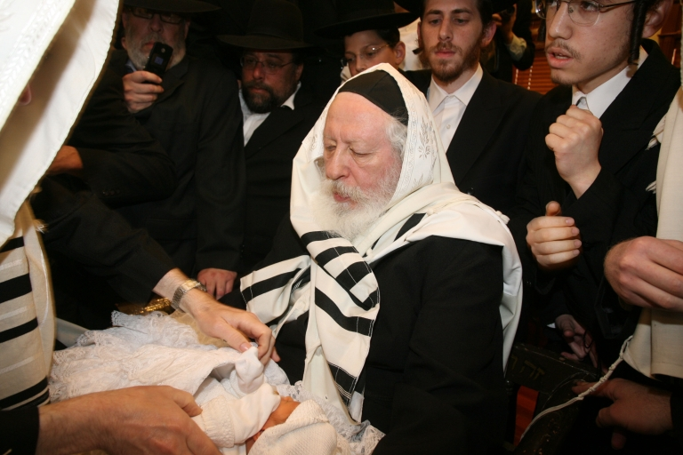 <p>Jewish circumcision ritual raises risk of herpes infection, CDC says.</p>