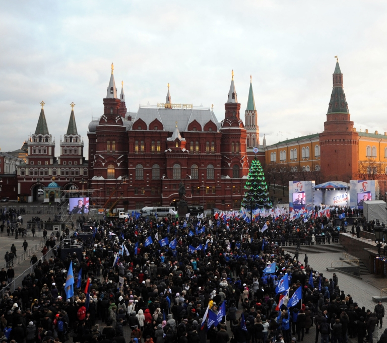 <p>Supporters of Russian prime minister Vladimir Putin take part in a rally near the Kremlin wall in central Moscow on December 12, 2011. Election fraud claims reported by Russia's opposition will not alter the outcome of this month's disputed parliamentary polls, Prime Minister Vladimir Putin's spokesman said.</p>