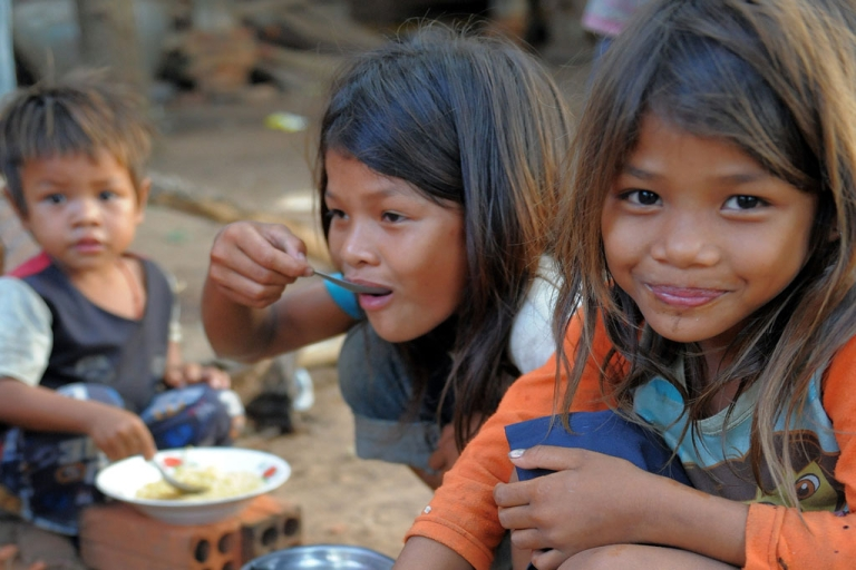 <p>Cambodian children who live near the Thai-Cambodia border eat noodles at a pagoda in Oddar Meanchey province on April 24, 2011.</p>