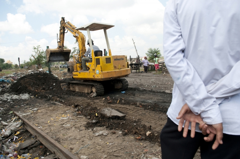 <p>Near Boeung Kak Lake homes built near the railroad track were bulldozed, Jan. 22, 2010.</p>