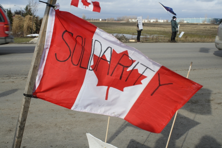 <p>Canadian Auto Workers Local 88 holds a 'Solidarity BBQ' for locked out Electro-Motive workers on January 7, 2012.</p>
