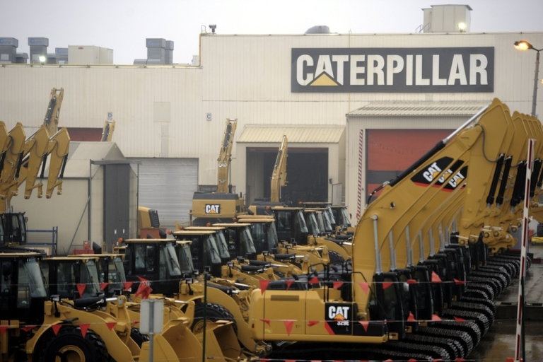 <p>Workers at construction giant Caterpillar accepted a deal that included wage freezes, in the latest battle between American unions and corporations.</p>