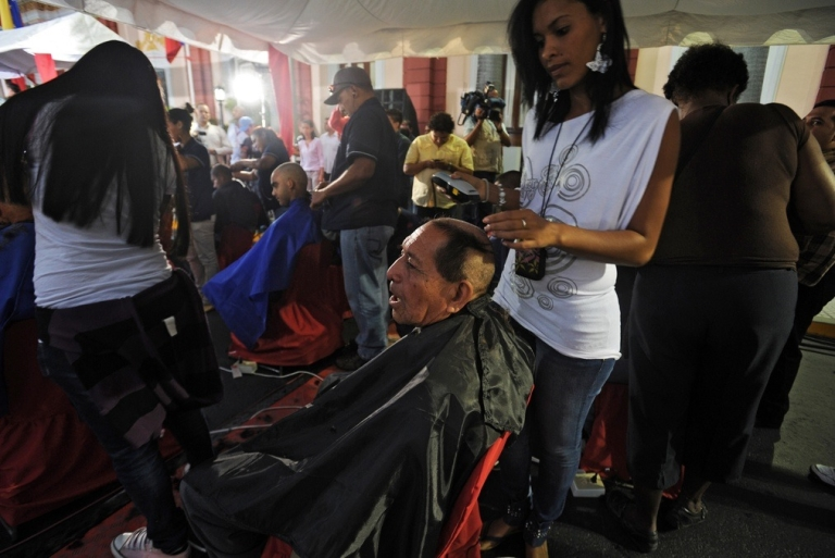 <p>Venezuelans shave their heads in solidarity with Chavez.</p>
