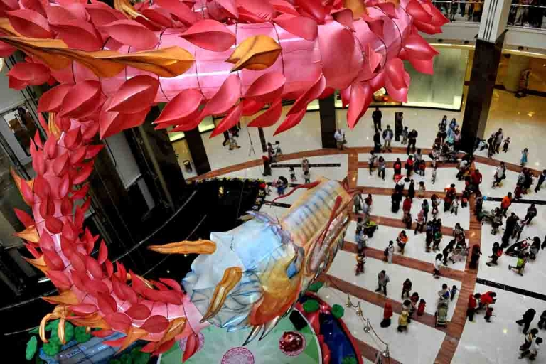 <p>A dragon decoration at a shopping mall in Jakarta on January 21, 2012 ahead of the Chinese Lunar new year of the dragon.</p>