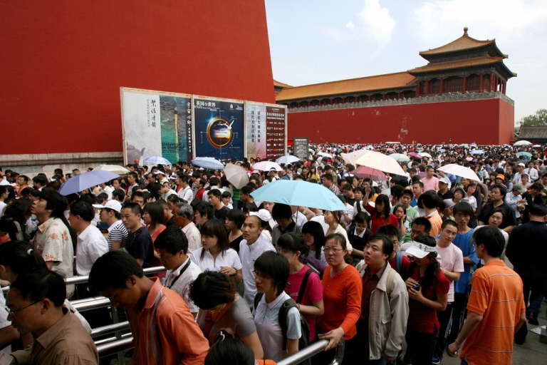 <p>Crowds jam inside the Forbidden City in central Beijing, 02 May 2007. China's 'Golden Week' holidays have turned into logistical nightmares as millions of people take off at the same time — leading to calls for change from a growing number of economists.</p>