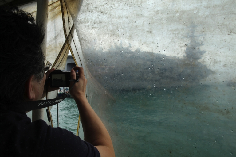 <p>A photographer takes a photo of the USS Carl Vinson aircraft carrier in Hong Kong on May 22, 2011. China confirmed Thursday that it is building its first aircraft carrier.</p>