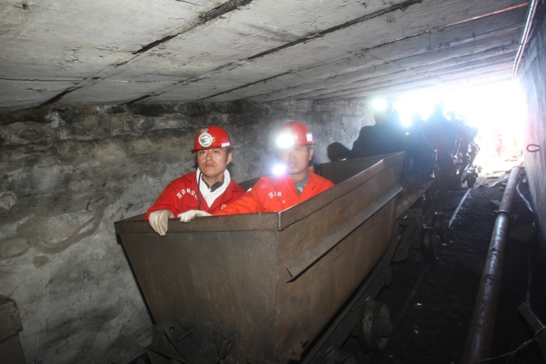 <p>Rescuers prepare to enter a flooded coal pit to rescue trapped workers in Hengtai coal mine on August 24, 2011 in Qitaihe, Heilongjiang, China.</p>