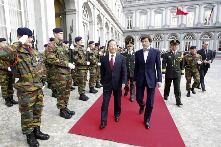 <p>China's Premier Wen Jiabao (L) and Belgian Prime Minister Elio Di Rupo arrive for a meeting in Brussels on September 20, 2012. Premier Wen earlier today attended an EU-China summit.</p>