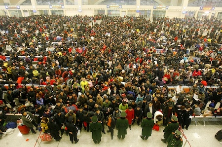 <p>Thousands of passengers enter a railway station as they return to work after the Lunar New Year holidays, in Wuhan, central China's Hubei province.</p>