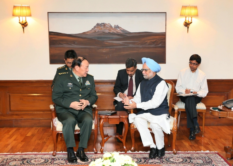 <p>Chinese Defense Minister Liang Guanglie (L) and Indian Prime Minister Manmohan Singh (R) chat during a meeting in New Delhi on September 4, 2012. India and China announced Tuesday they would resume joint military exercises after a four-year gap, a move designed to build trust in the often prickly relationship between the world's two most populous nations.</p>