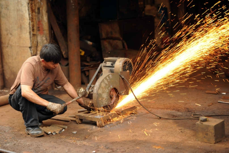 <p>A machinist uses an industrial saw to cut a steel bar at a workshop Shanghai. China's manufacturing activity fell to a nine-month low in August as firms struggled with global woes, providing further impetus for Beijing to beef up economic stimulus efforts, according to HSBC.</p>