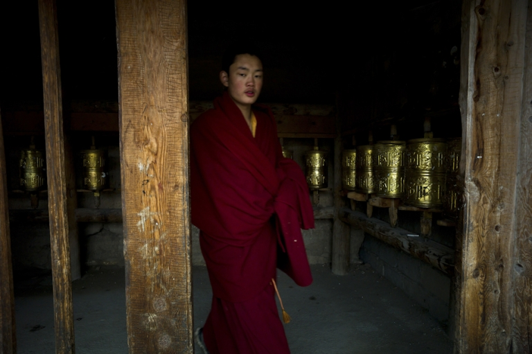 <p>This picture taken on October 19, 2011 shows a monk at a monastery in Shanba township in China's Sichuan province.</p>