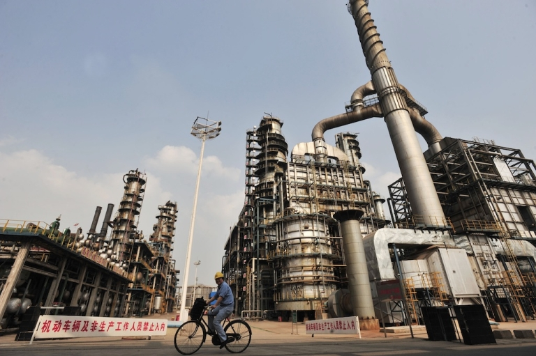 <p>This photo taken on May 10, 2011 shows a worker riding bicycle at an oil refinery of China's Sinopec, in Wuhan, central China's Hubei province.</p>