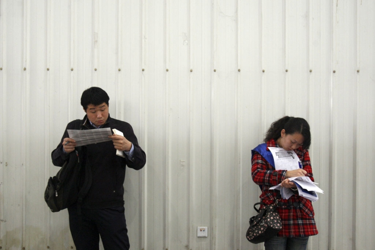 <p>Chinese students in Chengdu, Sichuan province, Feb. 14, 2009.</p>