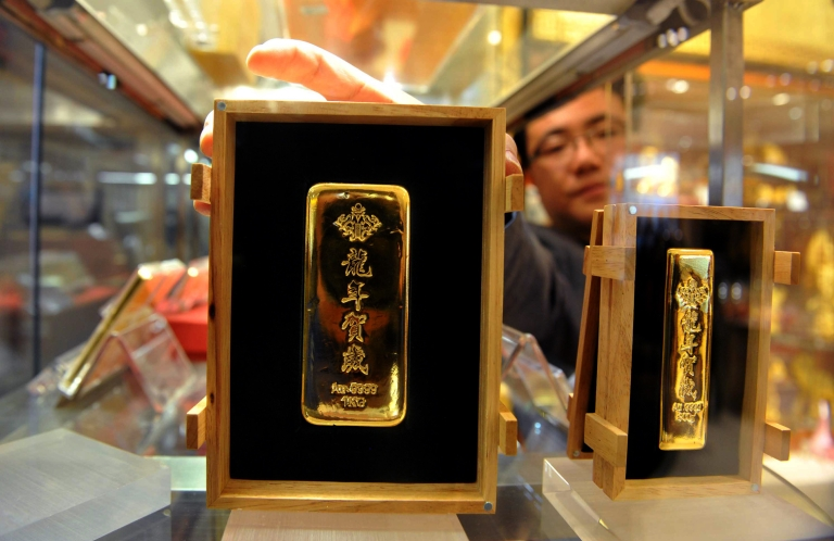<p>Bars of 2012 Lunar New Year gold on display in Beijing.</p>