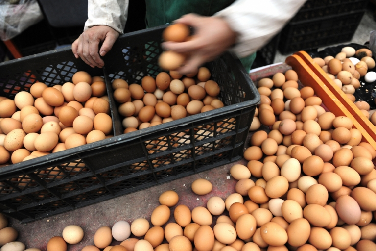 <p>Eggs at a market in Beijing on Oct. 29, 2008.</p>