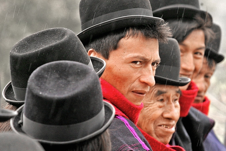 <p>Members of the Guambiana indigenous tribe in Bogota, on Oct. 25, 2004.</p>