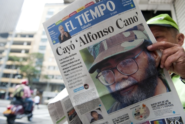 <p>A man reads a newspaper reporting on the death of the leader of the Revolutionary Armed Forces of Colombia (FARC), Alfonso Cano, at a newsstand in Medellin, Antioquia department, on November 5, 2011.</p>