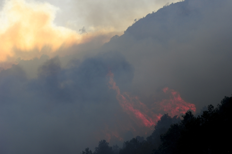 <p>A 3,000-acre wildfire has killed at least one person, destroyed five homes and forced the evacuation of 900 people southwest of Denver. AFP PHOTO/ JOSEP LAGO (Photo credit should read JOSEP LAGO/AFP/Getty Images)</p>
