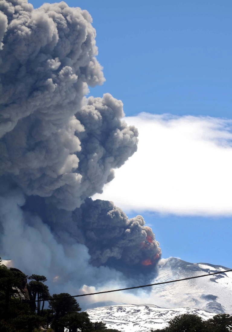 <p>View of the Copahue volcano spewing ashes from Neuquen province, Argentina, some 1500 km southwest of Buenos Aires on December 22, 2012.</p>