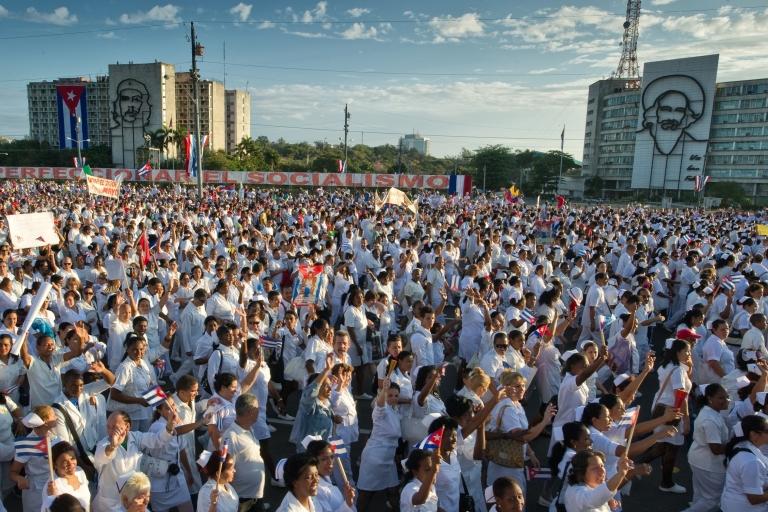 <p>A sea of Cubans march under the slogan