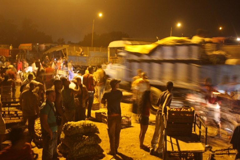 <p>This no-name nighttime Havana market is the closest thing Cuba has to a stock exchange trading floor.</p>