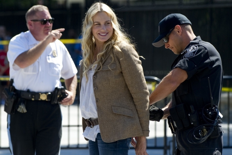 <p>Even American actress Daryl Hannah protested the pipeline.</p>
