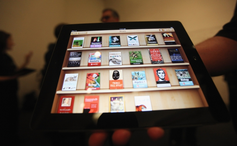 <p>Apple and five major US publishers are facing a lawsuit from the Justice Department for allegedly conspiring to raise e-book prices.</p>