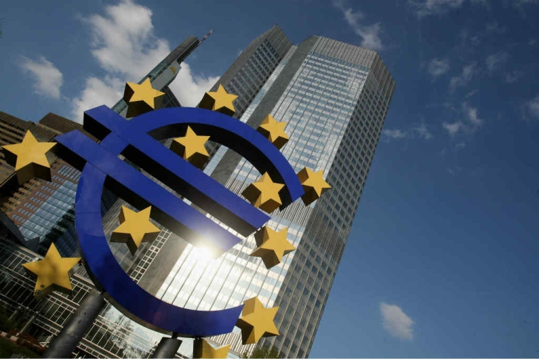 <p>A huge euro logo stands in front of the headquarters of the European Central Bank (ECB) in Frankfurt, Germany.</p>