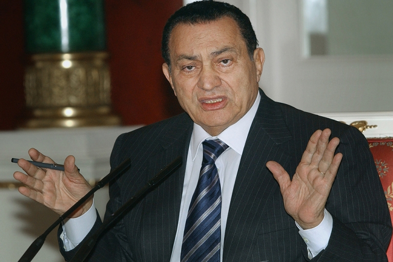 <p>Egyptian President Hosni Mubarak gestures during a news conference in the Kremlin in Moscow, on May 28, 2004.</p>
