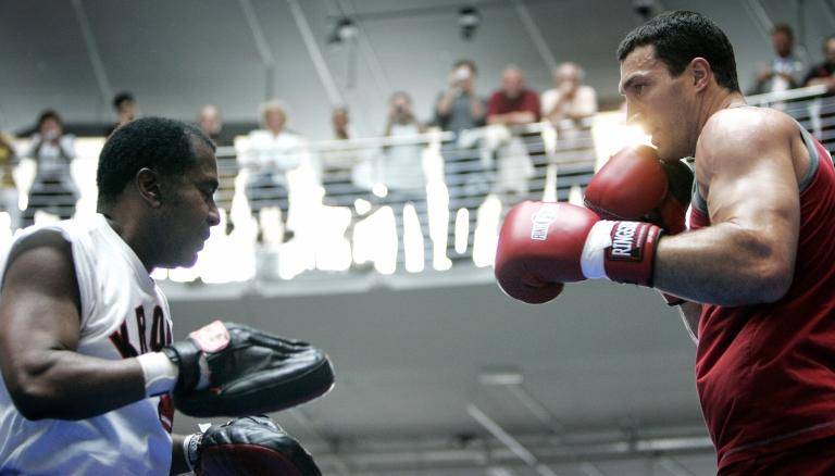 <p>Emanuel Steward (L) trains Ukrainian heavyweight boxer Vladimir Klitschko in Cologne, Germany, on July 4, 2007.</p>