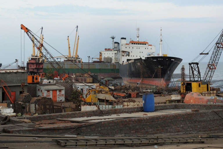 <p>Former oil tanker Exxon Valdez will be dismantled and cleaned at India's Alang shipbreaking yard. Indian workers are seen at one of some 160 plots at Alang-Sosiya Shipbreaking yard in the vicinity of Meethi Virdi village in Bhavnagar district, some 260 kms from Ahmedabad on May 27, 2011.</p>