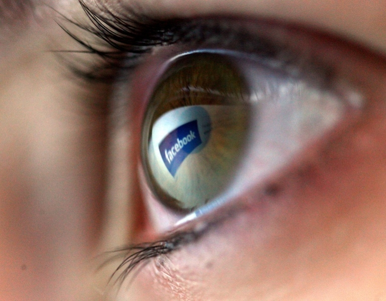 <p>New study finds only a very small percentage of Americans use Facebook or Twitter for faith-based purposes.</p>