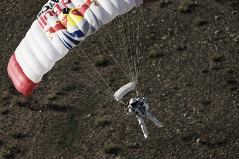 <p>Pilot Felix Baumgartner of Austria lands in the desert during the second manned test flight for Red Bull Stratos in Roswell, New Mexico, USA on July 25, 2012.??Red Bull Stratos is a mission to the edge of space to an altitude of 37.000 meters to break several records including the sound of speed in freefall.</p>
