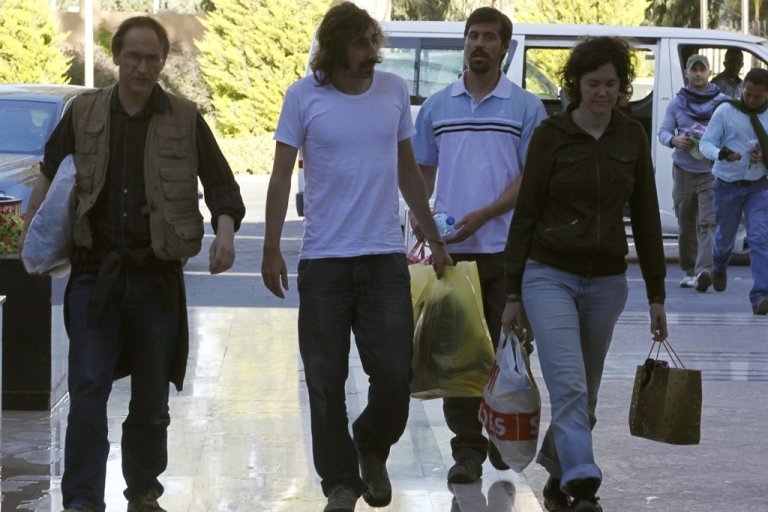 <p>American journalists James Foley, rear, and Clare Gillis, right, and British reporter Nigel Chandler, left, and Spanish photographer Manu Brabo, center, arrive at the Rixos hotel in Tripoli, Libya, after they were released by the Libyan government on May 18, 2011.</p>