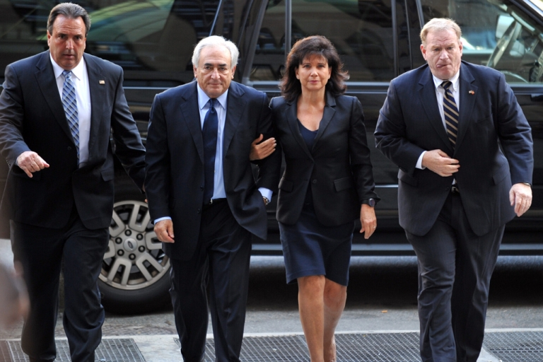 <p>Former IMF head Dominique Strauss-Kahn (2nd-L) and his wife Anne Sinclair (2nd-R) arrive for a hearing at Manhattan State Supreme Court June 6, 2011 in New York.</p>