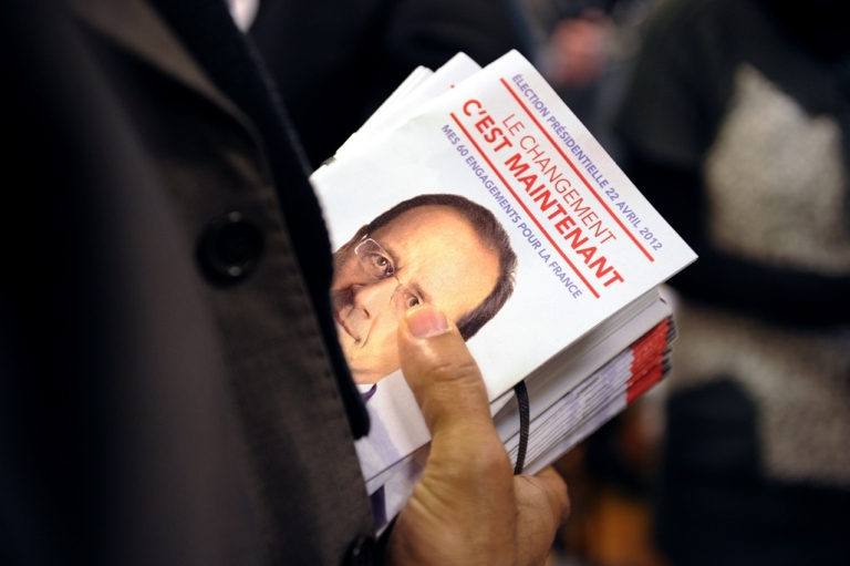 <p>Fliers for Hollande. In English, they read,