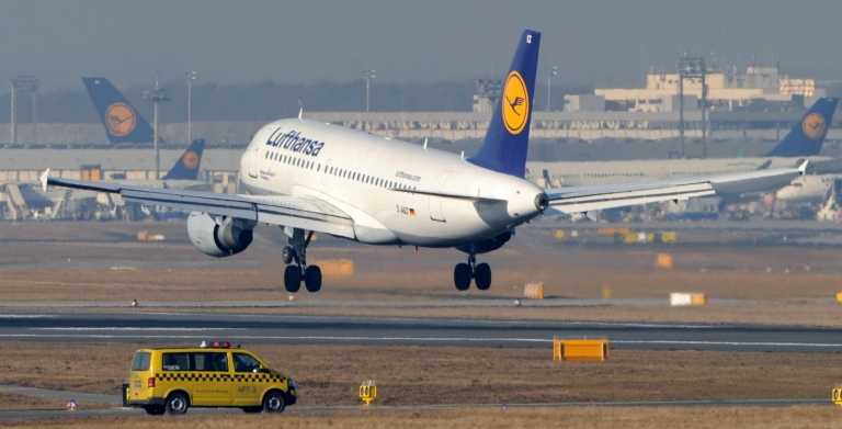 <p>An airplane lands at the airport in Frankfurt am Main, western Germany, on Feb. 22, 2012.</p>