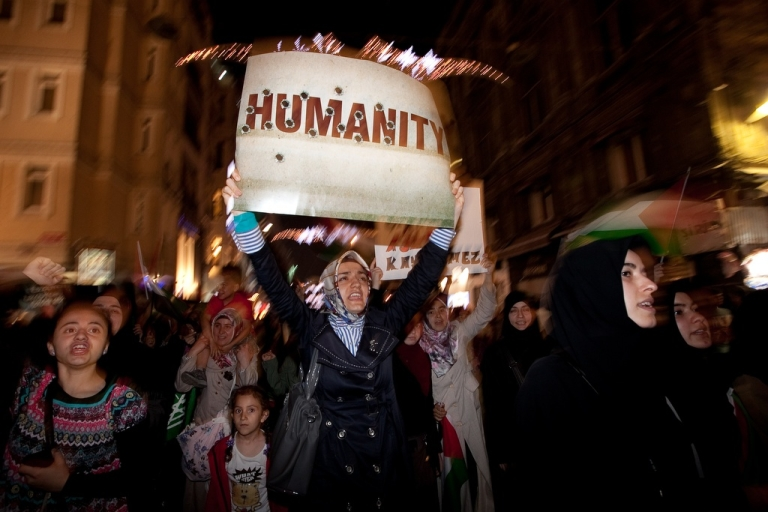 <p>IHH and supporters march in support of Palestinians and the Gaza Flotilla on May 30, 2011 in Istanbul, Turkey.</p>