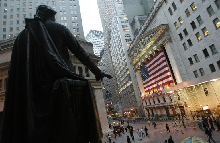 <p>A statue of George Washington is seen in front of the New York Stock Exchange October 17, 2007 in New York City.</p>