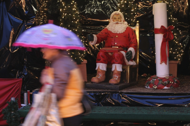<p>Santa is smiling in Germany. A respected study of business leaders published today shows optimism for the economy in 2012 despite the euro zone's woes.</p>