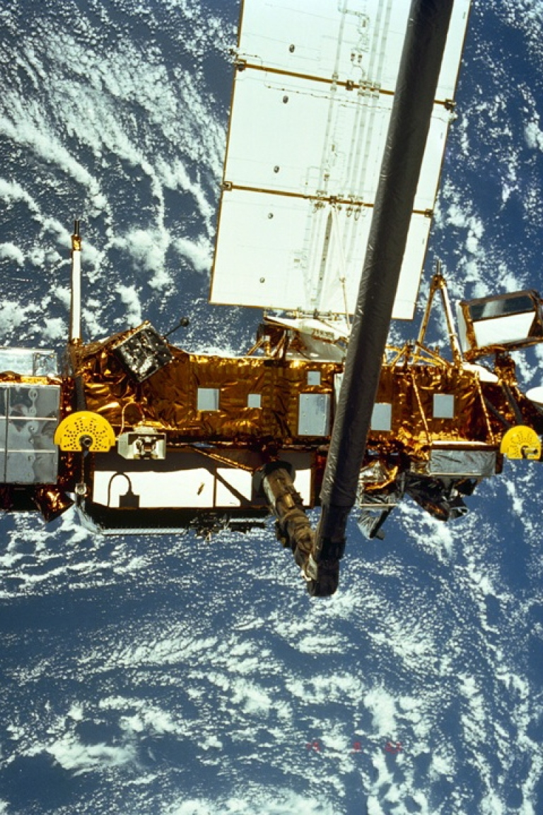 <p>UARS (UPPER ATMOSPHERE RESEARCH SATELLITE) hit the Earth's atmosphere Sept. 24. ROSAT, the German satellite, is expected to hit Earth this weekend.</p>