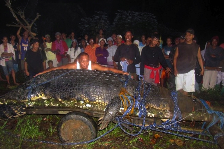 <p>Villagers display the 21-foot saltwater crocodile caught in the town of Bunawan, Agusan del Sur province on the southern Philippine island of Mindanao.</p>