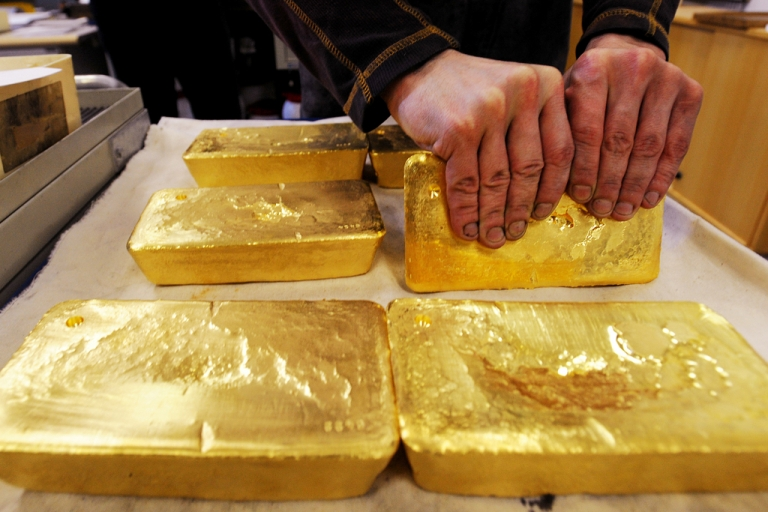 <p>An Austrian worker handles ten kilogram 'raw' gold bars in Austrian gold bullion factory Oegussa in Vienna on Oct. 8, 2008. Oegussa announced that it has increased its production tenfold as the global financial crisis pushes investors toward a precious metal seen as a safe haven during economic turmoil.</p>