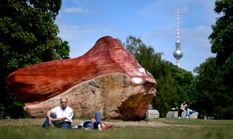 <p>Venezuela's Grandmother Kueka sandstone in a Berlin sculpture park.</p>