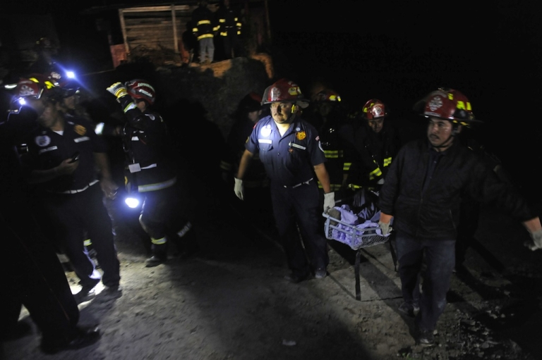 <p>Firefighters carry the body of one of four people killed in San Marcos, in northwestern Guatemala, after a 7.4-magnitude earthquake struck off the Pacific coast of the Central American country on Wednesday.</p>