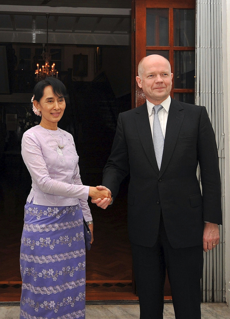 <p>Burmese democracy leader Aung San Suu Kyi and British Foreign Secretary pose for photographers before their meeting today in Rangoon</p>