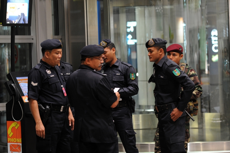 <p>Saudi writer Hamza Kashgari was arrested at the airport in Malaysia, after he fled his country following outrage over his tweets that were deemed to be insulting to the prophet. AFP PHOTO / Saeed KHAN</p>