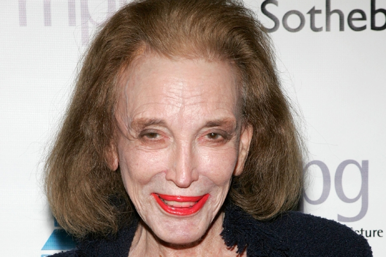 <p>Helen Gurley Brown attends an auction of photographer Francesco Scavullo's work benefiting Fountain House at Sotheby's April 4, 2006 in New York City.</p>